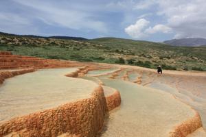 چشمه آب معدني سورت