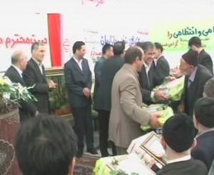 استاد در حال گفتگو با مهندس نجفی ریاست محترم سازمان بازرگانی استان