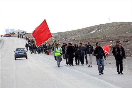 پیاده روی 1000 نفره دانشجویان به مشهد